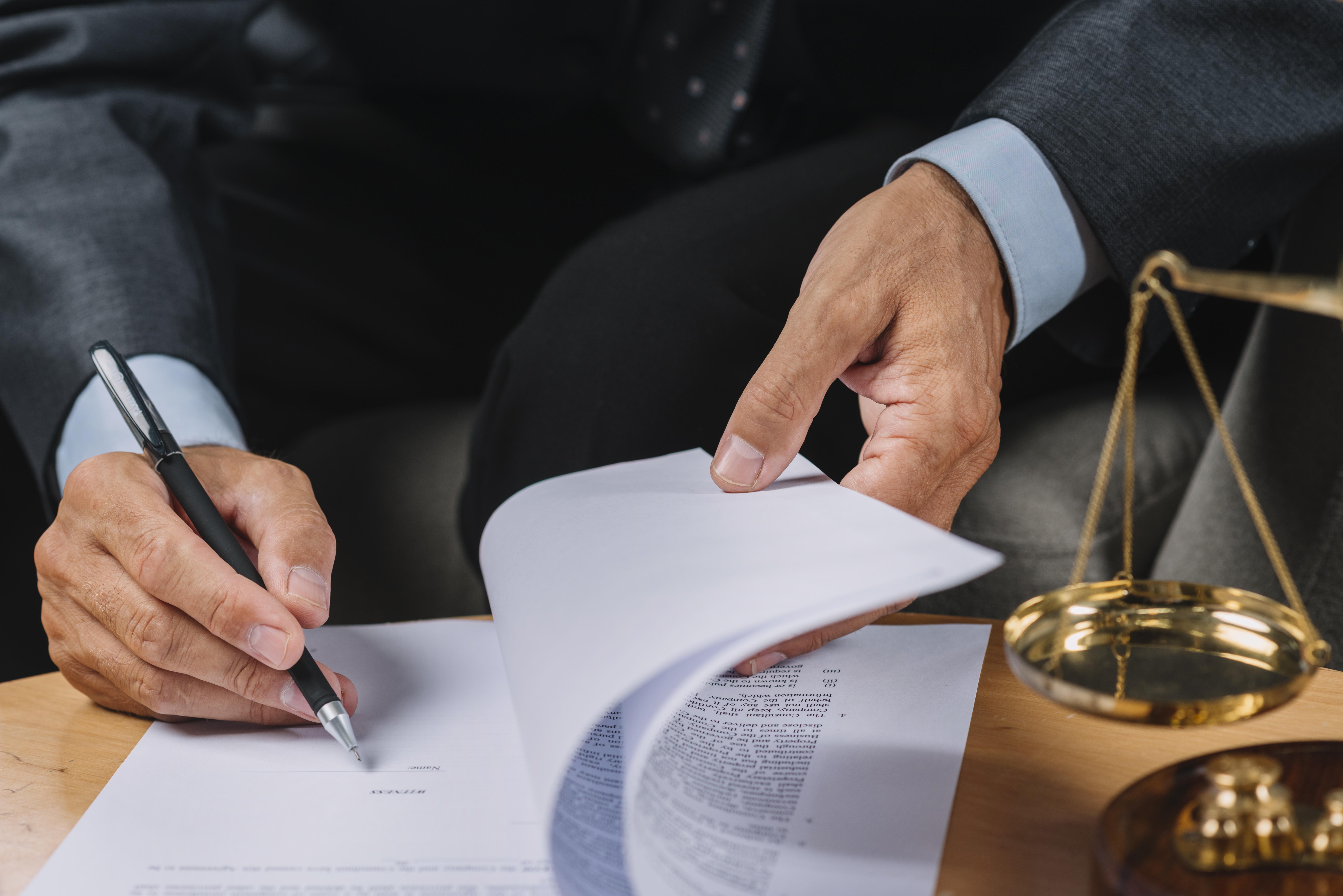 EMPRESA – NECESSIDADE OU NÃO DE REGISTRO PERANTE CONSELHOS DE FISCALIZAÇÃO PROFISSIONAL